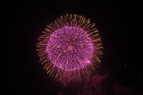 花火 ('hanabi') close out the festival.