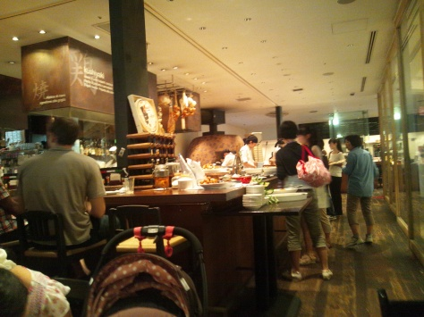 Pretty good food and a cheap price tag (1500 yen for both food and drink) made Salvatore Cuomo a worthwhile choice.