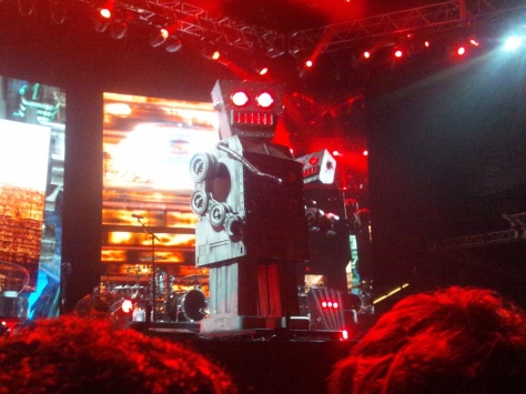 Yes, a giant robot came into play. Muse are nothing if not dramatic.