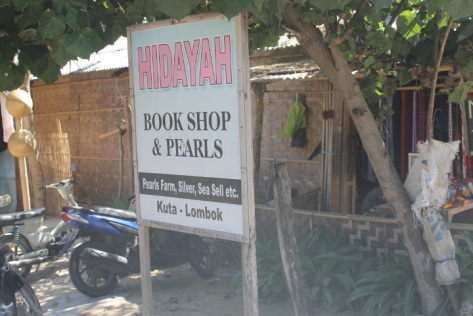One-stop shopping to meet all your needs for books and pearls.