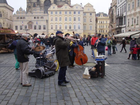 Buskers and food stalls in Old Town Square.