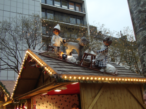 Rooftop decorations at Cologne's Rudolfplatz market.