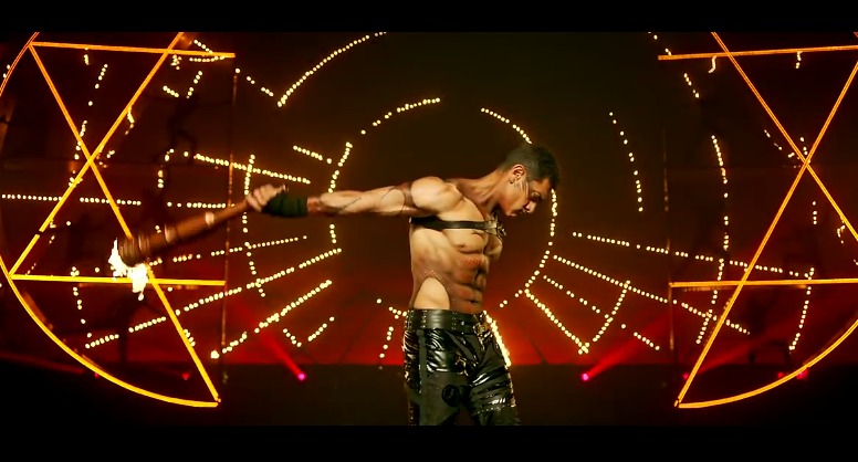 Admittedly, my enjoyment of Dhoom:3 probably had something to do with the fact that you could grate cheese on Khan's abs.