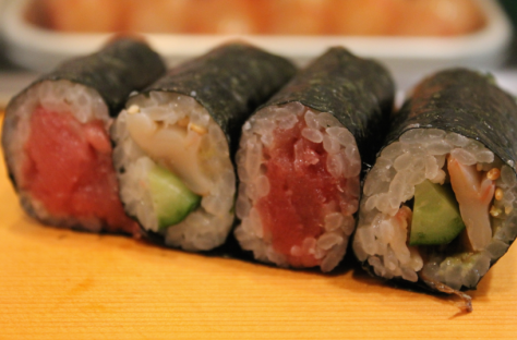 Maki (まき, rolled) sushi only made one appearance in my meal. Cucumbers, tuna, shellfish made up this roll, and it was the only piece that I needed soy sauce to complement.