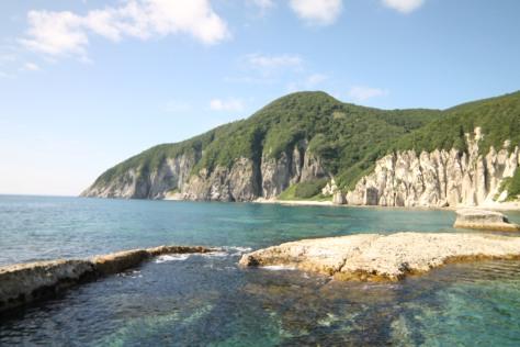Sapphire water, white stone, and verdant trees set the scene.