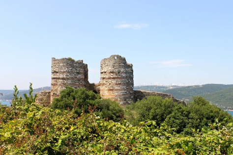The ruins of Yoros Kalesi's castle gate