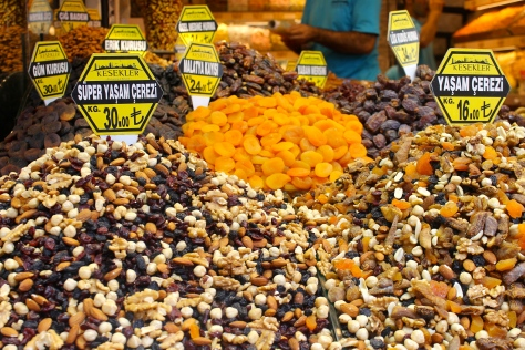 Mixes of dried fruits and nuts.